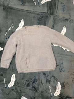 🚚 粉灰溫暖毛衣,過年百元帶走,降價。