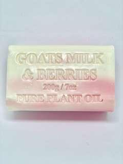 Goats milk & berries soap bar
