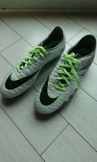 Nike hypervenom soccer boot mens US9 80% new
