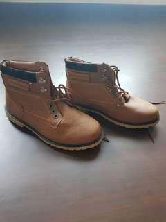 Mans boots (size 43) Brand new