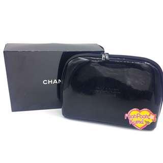 CHANEL Beauty 黑色漆皮 凸字圖案 手提化妝包