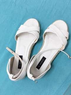 🚚 白色百搭平底涼鞋