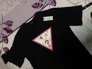 *LAST PIECE* Authentic Guess Triangle Logo Tee (Size S-M)