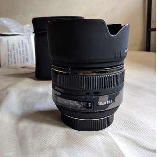 Sigma 30mm f/1.4 EX NIKON MOUNT