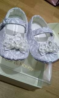 Pear & Honey baby crib shoe