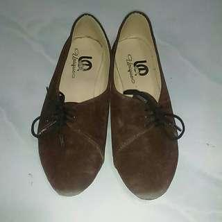 Slip on coklat tali samping