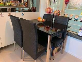 摺疊式強化玻璃餐枱連四張椅 folding Tempered glasses Table with 4 chairs