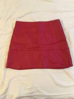 🚚 H&M酒紅色仿皮A裙復古款式