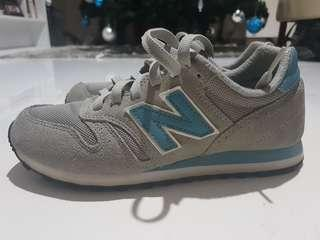 *FLASH SALE - PHP500 OFF until Feb. 17* *REPRICED* New Balance 373 sneakers in size 6