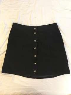 🚚 H&M黑色絨面鈕扣A裙