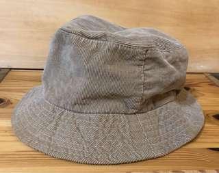 🚚 棕色大地風條絨帽