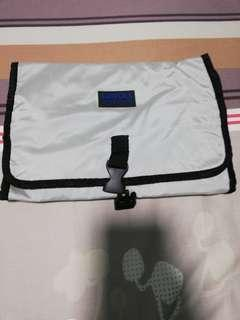 Toiletries hanging pouch