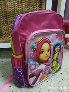 Bag sekolah budak yaya dan ying