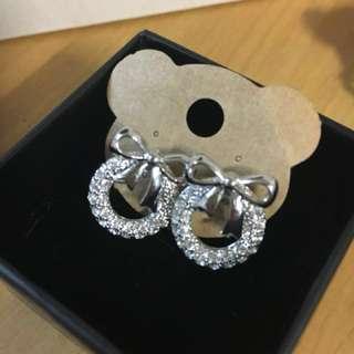 銀色蝴蝶結碎鑽耳環