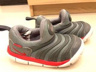 Nike毛毛蟲鞋