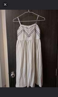 米色度假風連衣裙