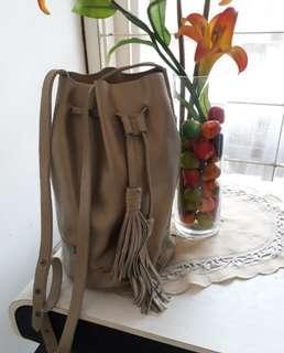 Bag with tassel, Kulit asli. Authentic. warna bronz.T 30cm, diameter 20cm