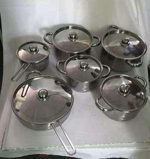 Stainless set pot. Only 1.400 free shipping