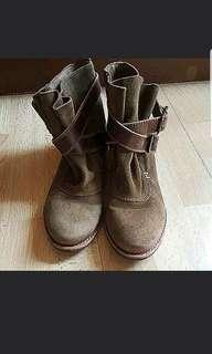 Maxwell Suede Ankle Boots Sz 6