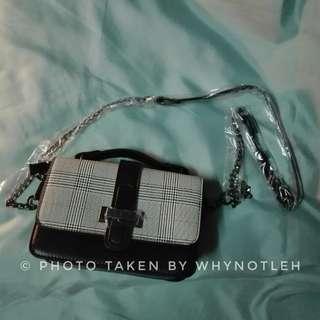 🚚 K-style black checker handbag