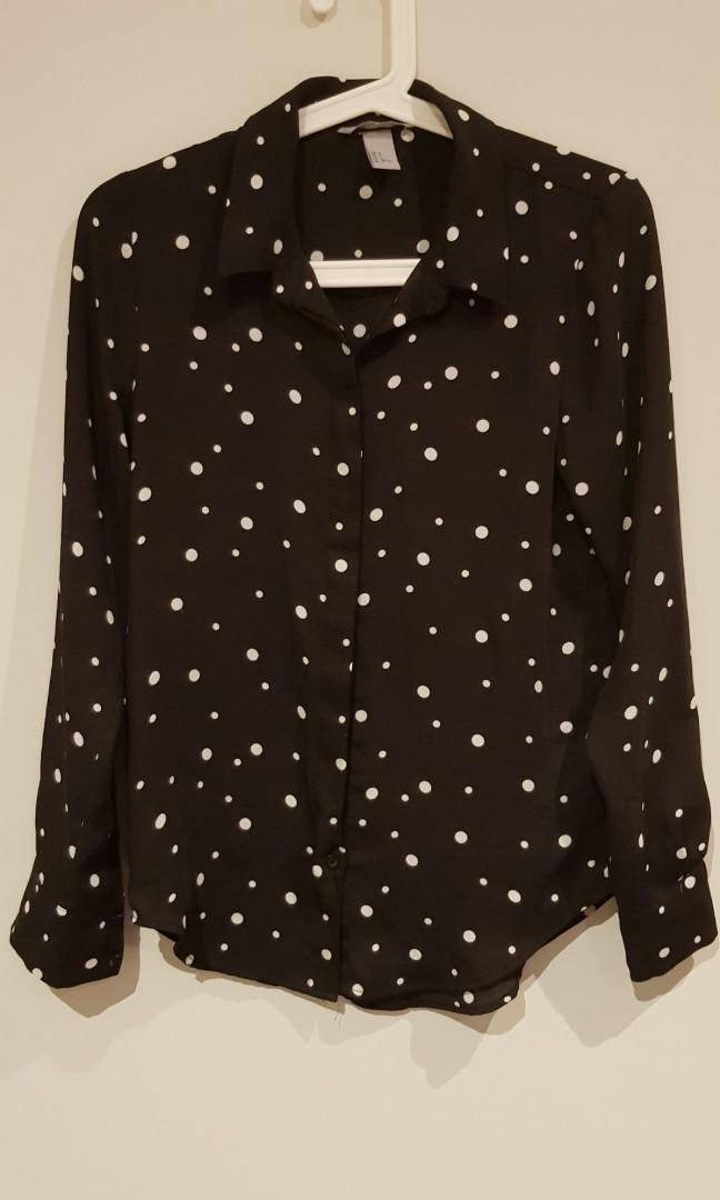 H&M black and white long sleeves top polka dots size small