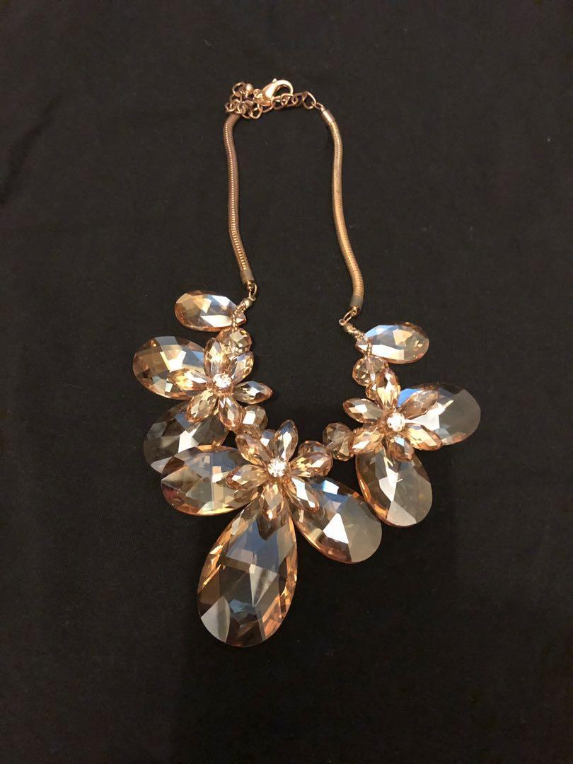 Lovisa glass necklace