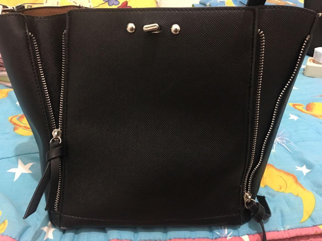 a8356d02c3 zara bag, Women's Fashion, Women's Bags & Wallets on Carousell