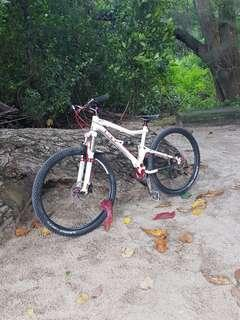 GT SENSOR 29ER PRO (fox float , shimano xt , full sus , bought for $3.5k plus upgrades closes to 4k
