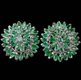 Gorgeous green emerald earring