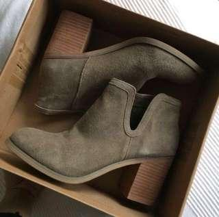 uo suede boots 👢