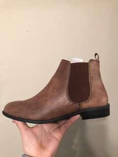 Brand new tan booties size 7 fits 6.5