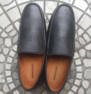Sepatu obermain size 40 kondisi prima