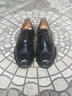 Sepatu kerja merek Lloyd