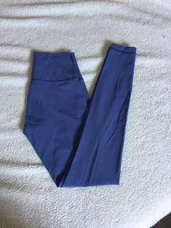 Lululemon Wunder Under Size CAN 6