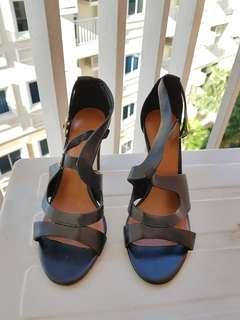 Slightly Used CHARLES&KEITH High Heels size 35