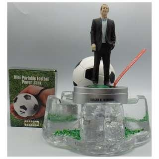 {HK 藏珍舖} Jurgen Klinsmann(尤爾根·克林斯曼)mini figure +portable football power bank(外置手機充電器) w/glass base(手機座)