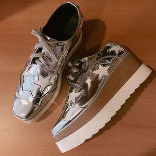 🚚 銀色漆皮星星鬆糕厚底鞋
