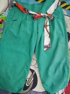 Celana hijau pita