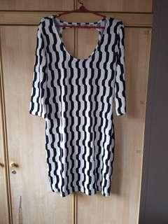 Patterned black & white slinky bodycon dress