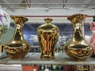 Set of 3 gold vase