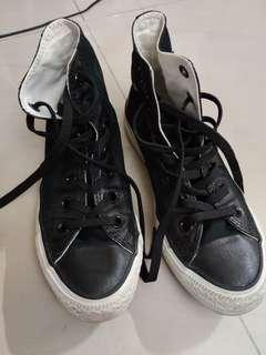 Converse Hightops black sneakers authentic