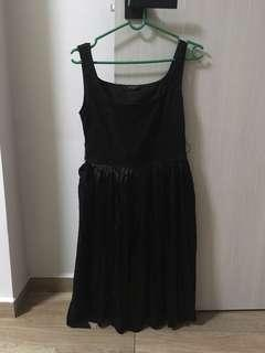 Size S black dress