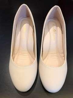 米白色 女裝高跟鞋 high heels in white