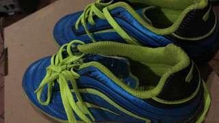 New owner for Kasut Futsal junior /junior futsal shoes.