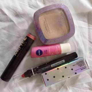 5 items pack: lipsticks and foundation