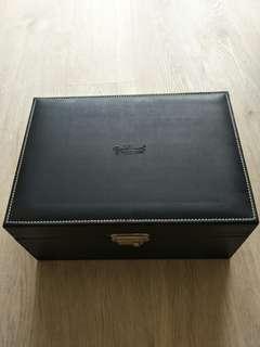 Jewellery accessories box