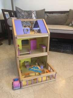 Wooden Dollhouse with 37 Pieces