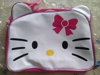 Tas sling hello kitty anak anak.