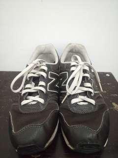 Sepatu New Balance ori size 42