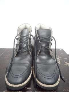 Unnoroyal boots size 42